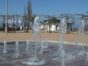 Wasserspiele An Der Strandpromenade Vom Ostseebad Göhren